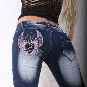 БЕЗ РЯДОВ Современные женские джинсы с вышивкой *черное сердце* от Crazy...