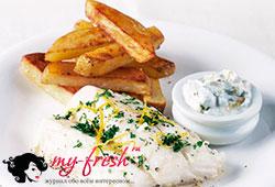Запечённая рыба с жареным картофелем.