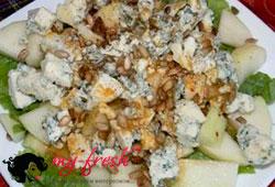 Сырный салат в клюквенном соусе на гриле