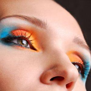 Модный макияж с яркими тенями