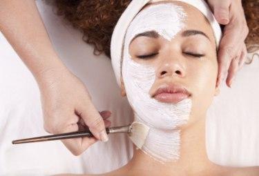 7 типов косметических средств с кислотами против акне, которые стоит попробовать
