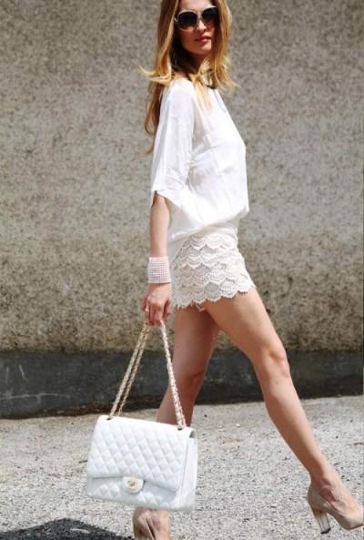 С чем носить белую сумку