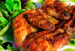 Домашний цыпленок, жареный на углях