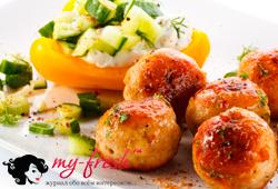Салат по-киевски с яйцами, огурцами и фрикадельками
