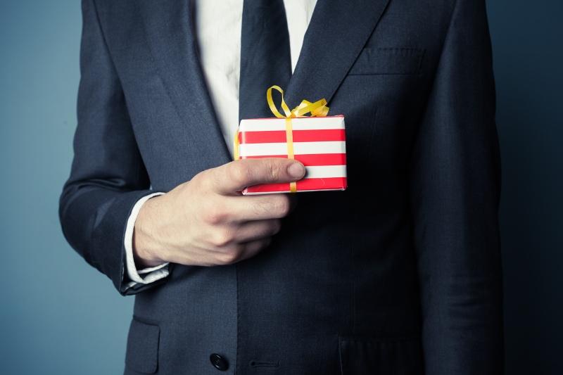 Что подарить начальнику на Новый год?